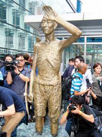 日本も韓国を見習って、次々と犠牲者像を建てていくべきなのでしょうか? 韓国で日本大使館&日本領事館前の慰安婦像(少女像)に続き、韓国内で徴用工像が建てられ出したようです。  さらに、10月には日...