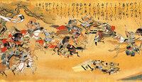 日本の「騎馬戦」が「接近戦」と変化した理由はなんですか?  「南北朝の争乱」時期なのですが 鎌倉時代の「弓馬(騎射)」が盛んだったと思われる 日本の「騎馬戦術」が南北朝時代には 「 馬乗り、馬入れ、乗り崩し」などなどの文言となり 馬上で「刀、薙刀、金棒、槍」を持っての 騎馬戦と書物などで描かれています。  武器、鎧もそれに適した物に変化しているそうで どういった経緯、何が...