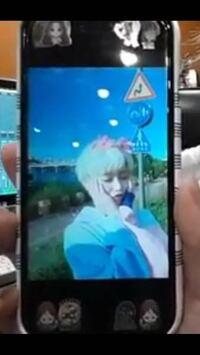 スマホにシール貼るの韓国(KPOPアイドル)で流行ってるんですか?