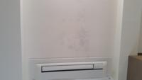 天井埋め込み型のエアコンの吹き出し口から1mぐらいにかけて染みができています。 これは雨漏りでしょうか? 結露でしょうか?