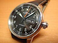 フォルティス フリーガープロ 704シリーズ三針モデルによく合うベルトはどんなのでしょうか? 腕時計 フォルティス の新型フリーガープロを所有しております。  革ベルトモデルなのですが社外のベルトに付け替えを検討しています。  革ベルトだけでなくメタルブレスも検討しています。この時計に合わせるのに、どんなベルトが良いか是非オススメを教えてください。