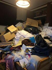 【ゴミ部屋画像閲覧注意】 実家住まい、29歳女です。 わたしの部屋はいわゆるゴミ屋敷(ゴミ部屋)です。 汚部屋やゴミ部屋というワードで検索しても自室に匹敵する画像が見つからず途方にくれるくらい汚いのです。...