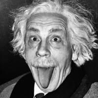 アインシュタインはなぜ舌をだしたのですか?