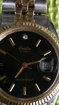この時計に書いてある筆記体読める方ブランドがわかる方教えてくださいお願いします!