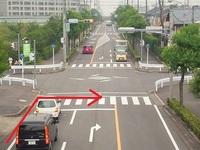 停止線を超え横断歩道を渡り二段階右折をするロードバイクについて 今朝、私が歩道で信号待ちをしていた時の事です。 目の前の信号が青になったので横断歩道を渡ろうとしたまさにその時! 赤信号にも関わらず停...