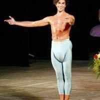 バレエのダンサーについての質問です。 この方は誰でしょうか。個性的なスタイルをしていらっしゃるので、他の作品も見たみたいと思いました