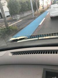 自転車専用レーンのこの「ガタガタする線のようなもの」は自転車専用レーンだよーっと注意喚起するためだけの代物ですか? (※写真は助手席から撮影)  なんら効力はないですよね? 黄色の実線ではないので。  左折時には進入しても構わないんですよね?