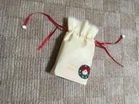 結び方  紐が4つ…プレゼント用にはどうすれば綺麗に綺麗に結べますか?