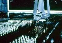 スペースオペラ作品に出てくる専制君主制・独裁制国家について質問です。 スペースオペラ作品、例えば「銀河英雄伝説」や「スターウォーズシリーズ」、「宇宙戦艦ヤマトシリーズ」に出てくる宇宙国家の多くは、専制君主制あるいは独裁制の政体が多くあり、民主的な政体が少ない。 ここで質問です。 人類が宇宙進出し、宇宙に住むようになった場合、統治体制として専制君主制は、最もベストな統治体制なのでしょうか?