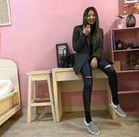 ブルピンジェニやリサ、TWICEナヨンがはいていた画像の靴はどこのブランドのものでしょうか?