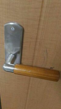自分の部屋に後付けのもので鍵をつけたいのですが、外、内から鍵をかけられるものなどありますか? 私は全く知識がないので、一応ドアノブ載せておきますね。