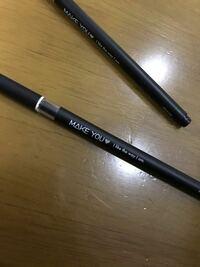 これ油性なのにコピック使ったらにじんで絵が台無しになります!なんでですかね… あとおすすめのペン教えて欲しいです!✨