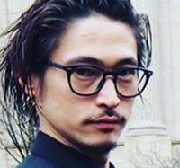 窪塚洋介さんが使用しているこのメガネのメーカー名と品番が分かれば教えてください。