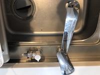 現在賃貸アパートに住んでいるのですが  浄水器を設置したいと思っています。  TKN32PB1RV3R のシャワー蛇口と  食洗機用の水栓 TN600-1RV1S  が付いているのですが、シンク下に本体 を置いた浄水器を利...