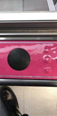 UFOキャッチャー8に謎のボタンが縦に3つあったのですが、これは一体何なのでしょうか。