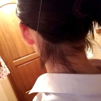 うなじの整え方で悩んでいます。 これは伸びてくる髪の毛なのでしょうか。それとも剃ってもらったほうがいいでしょうか