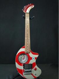至急ご回答お願いいたします!  かなり前に発売されていた、FERDANDES ZO-3 UBB ウルトラマンというギターの発売年度を教えていただけないでしょうか?  フェルナンデス ぞうさん
