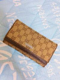 グッチ 財布 この財布友達にダサいと言われたんですが もう時代的にダサいんですかね?? 自分の好きなものを使えというのは分かってるんですが率直な意見を教えてください!