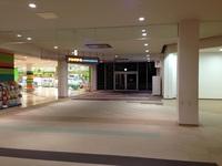 福岡県遠賀郡水巻町にあるグランモールについて質問です なぜ、2014年11月? のあたりから空きテナントが増加して今のような状態になったのでしょうか そして グランモールのリニューアルはいつ終わるのでしょ...