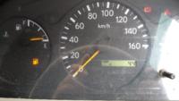 トラックのエンプティマーク点灯したら何キロはしれますか? 日野デュトロ2トントラックなんですが、会社まであと30キロなんです(´;ω;`) 点灯してから5キロほど走行しました。 現在空車で排気ブレーキも切って...