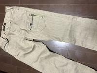 大至急お願いします。  このズボンはチノパンで合ってますか?