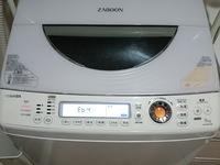 洗濯機のエラーメッセージについて 我が家は東芝の洗濯機AW-90SVL(2013年購入)を使っているのですが洗濯終了後「Eb4」というエラーが出ました。電源を切って再度入れ直しても槽の下でカタカタ 音がしていてしばらくするとエラーが出ます。取説を見ると「E」で始まる表示がでたときは故障です。と表記されてました。故障についてネットで検索し同じようなエラーメッセージやトラブル例があるか調べまし...