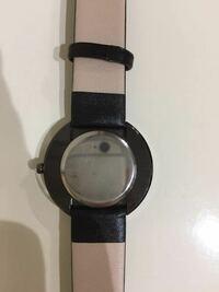 説明書を持っていないこのような時計を持っています。 このタイプは電池の交換はできるのでしょうか??