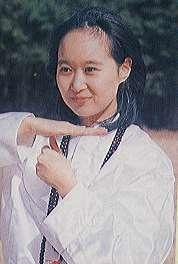 オウムを調べてたら、この女性の写真が出て来ました この可愛らしい感じの女性は何って名前で捕まりましたか? 今もアレフなどで活躍しているんでしょうか?