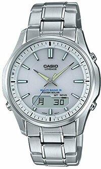 カシオ時計リニエージを60歳がするのはみっともないでしょうか? 夏は半袖を着るため時計が目立ちますが、それなりの歳の人の時計をパット見て「CASIO」と書かれていると、「そんな歳にもなって、安物の時計をしているなあ」と思ってしまいます。 (カシオやシチズンはどうしてもSEIKOと比べて安物に見えてしまいます)  とはいうものの、「リニエージ」という時計が気に入ってしまいました。  ...