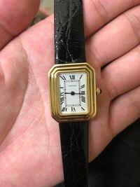70s カルティエの時計をヤフオク経由で購入致しました。これは本物でしょうか?金無垢の商品で、非常にレアな商品とのことです。 お詳しい方、教えて頂けますと幸いです。  裏の刻印は、Cartierの筆記体、paris、...
