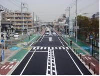 自歩道を、歩行者レーンと自転車レーンに区画したようなところが増えてきていますが・・ このような道路で車道を走るロードバイクは違反になりますか?? 自歩道内の自転車レーンは、ロードバイクを含むすべての...