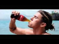 コカ・コーラのCMに出てくるこの男性だれですか?!