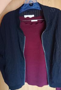 この組み合わせどうですか? 今月の下旬頃に遊びに行く服装です。   ワインレッドっぽい色です  ボトムスの組み合わせも教えてください!