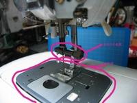 JUKI製ミシン HZL-090S 用の 針板(下糸窓カバー付き)と 針おさえ金具(針をミシン軸に固定する部品)を各1個 探しています。 中古品でも錆ついていてもOKです。 (当方で磨いて使用します) どなたか お持ち...