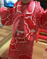 七五三の3歳女児の被布について。 娘に自分の着物を着せるために、実家から持って帰って着せてみたのですが、私の知ってる被布の形と違いました。冬用のアンサンブルでしょうか。 被布の様に 前が隠れないので...