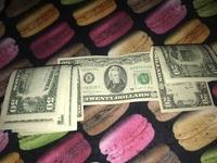 写真ついかしました 米ドルを日本円に変えたいのですが銀行にいくと機械に反応されず、外貨両替機では入金したお金は変えれませんと言われました。 どうやって日本円に変えたらいいのか教えて ください!よろし...