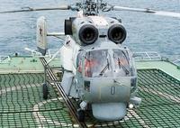 ロシア海軍の軍艦について質問です。  ロシア海軍の駆逐艦のヘリコプター甲板に敷かれている、画像のような網は、どのような役割を担っているのでしょうか。 思い当たるワードで調べてみても分かりませんし、ロ...