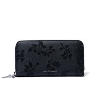 ジルスチュアートのこの長財布を、 60代の母にプレゼントするのは駄目でしょうか?  やっぱりブランドイメージが若すぎるでしょうか。 CHANEL、エルメス、ヴィトンなどはありふれ過ぎてる感 覚もあって嫌だな...