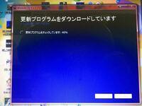 Windows7からWindows10にアップグレードしようとしているのですが、写真のように「更新プログラムをチェックしています」という所のパーセント表示が46%で止まってそのまま全く進まなくなってしまいます。 今は3回...