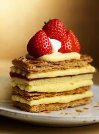 いちごのミルフィーユ  レアチーズケーキ  どちらが好きですか?