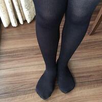 黒タイツは脚が引き締まってスリム効果がないばかりか、脚が太いと脚の太さがくっきり明確になる情報を見つけましたが、本当なのですか? わたしは高校生ですが、本当は生脚になりたいのですが、脚が太いので真夏...