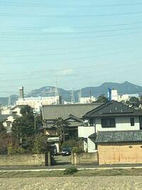 JR東海道新幹線、下り静岡県内で進行方向右側の山に変な模様がありましたがこれは何でしょう? アート的な何かでしょうか?