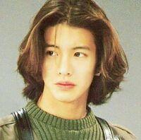 ロン毛を目指しています。 画像の木村拓哉のように長い髪になるには、何ヵ月掛かりますか? またこの髪型はパーマとかかけていますか?