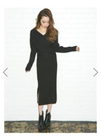 こういう形の黒のセットアップって、3月~4月着ても大丈夫ですかね? 重たすぎますか? どちらかといえば秋向けの服なのでしょうか…?('・_・`)