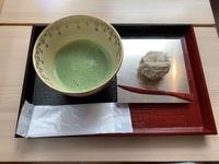 この和菓子を抹茶屋さんで頂いたのですが、『しもなんちゃら』とか言ってた気がします…なんという和菓子でしょうか…
