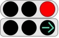右折の矢印信号が点いているときは、対向直進車は止めている決まりはありますか?  交差点の形状や、交差点の事情によっては、右折矢印点灯中も対向直進車を流している場合はありますか?