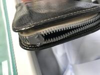 財布のファスナー修理 引き手が取れた場合 ラウンドファスナーの長財布を使っていましたが、引手が取れてしまいました。 色々と調べると、ファスナーのタイプが違うようでこれといった修理法 が見つかりません...