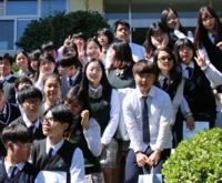 韓国の高校生達です。しあわせですか?