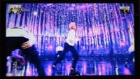 防弾少年団BTSバンタン この画像のステージ分かる方教えて下さい。 曲はspring dayで、真ん中にいるのはジミンです。