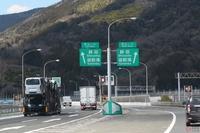 東名高速道路の大井松田IC~御殿場IC間は下り線が「右ルート」と「左ルート」に分かれていますが、鮎沢PAを左ルートからしか利用できない・・・というだけで特に違いはないのですか?